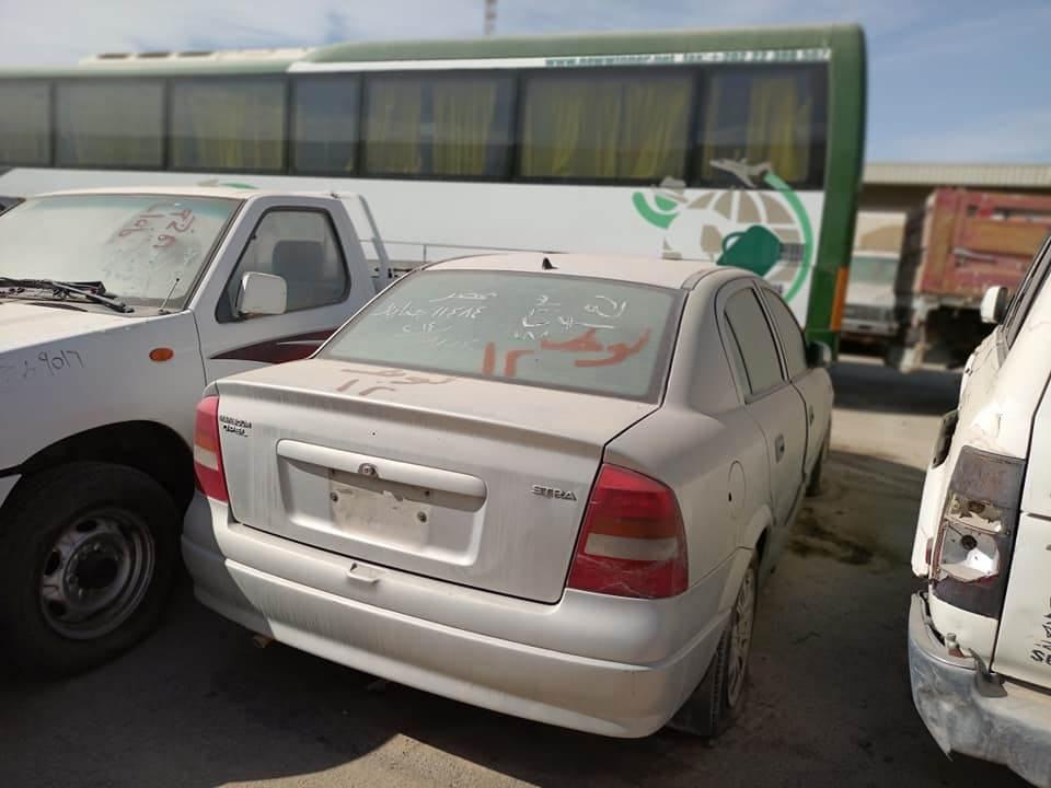 جلسة مزاد لبيع سيارات مستعملة